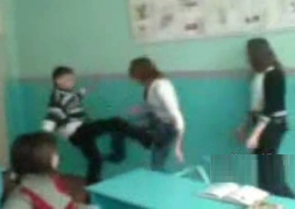 Guy Gets Beat Up By Two Girls - Watch Who You Mess With!!